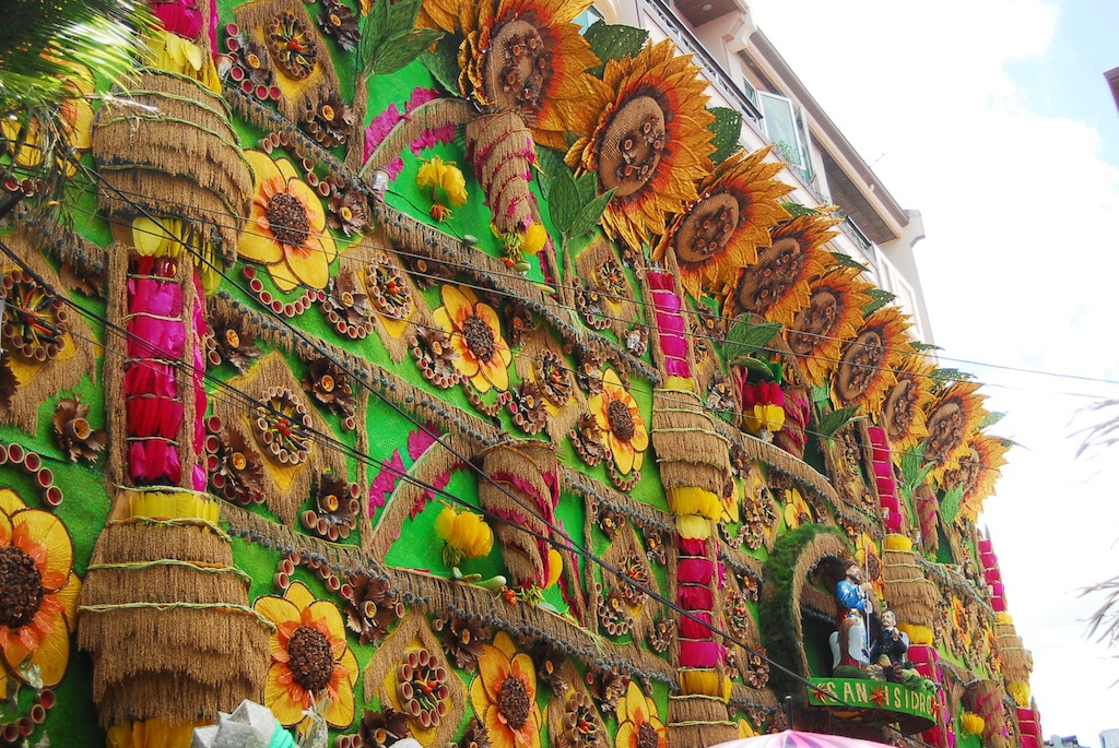pahiyas festival in the philippines The pahiyas festival, originally known as the feast of san isidro, showcases houses decorated with colorful kiping accented with farm produce such as rice, fruits, plants and vegetables as a way of thanksgiving for the bountiful harvests.