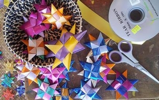 8-pointed stars with ribbon and scissors